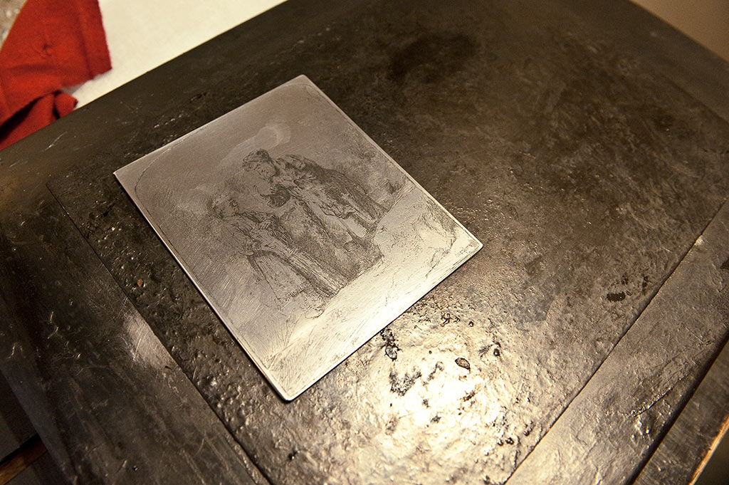 Rembrandt était spécialisé dans la technique de l'eau-forte, permettant d'imprimer le papier à partir d'une plaque de cuivre recouverte d'un vernis sur lequel le graveur trace un dessin.