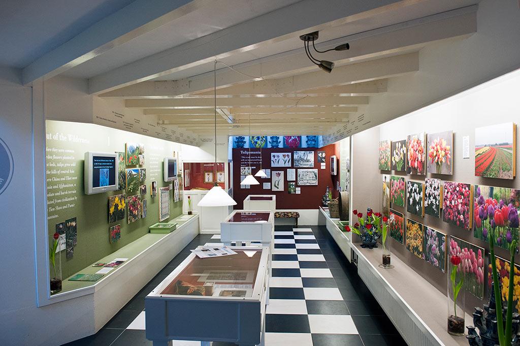 Situé au coeur du centre historique d'Amsterdam, à proximité de nombreuses boutiques, galeries et cafés, le musée vous propose des témoignages, films et documents sur la tulipe, l'emblème officieux des Pays Bas.