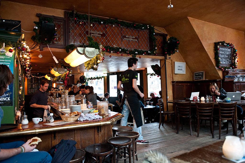 Le vieux centre d'Amsterdam - Un café d'Amsterdam
