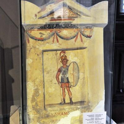 Stèle funéraire de Salmamodes (IIème siècle av. J.-C.) découverte en 1897 dans le jardin appelé Boustan el-Amoud, Sidon.