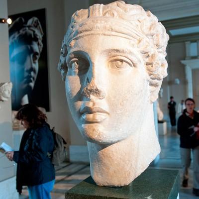 Sapphô est une poétesse grecque de l'Antiquité qui a vécu aux VIIe siècle et VIe siècle av. J.-C. - Marbre Izmir - Copie d'un modèle appartenant à la période hellénistique
