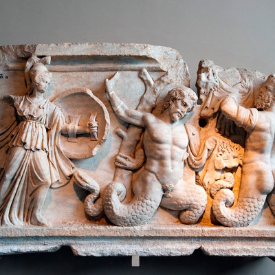Relief représentant la bataille entre Athéna (déesse de la sagesse, des compétences et de la guerre) et les Géants - marbre - Aphrodisias - romain - second siècle après J.-C.