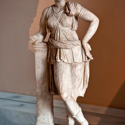 Déesse de la lune, des forêts et et de la chasse - marbre - Mytilene, Lesbos - copie romaine d'après un original du 4e siècle avant J.-C.