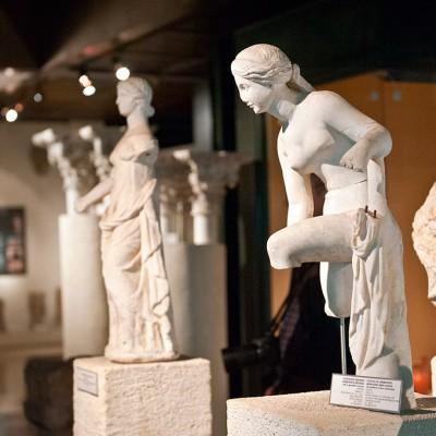 Déesse de l'amour et de la beauté - marbre - Ville de Sidon au Liban (?) Période romaione. Copie d'un original fin de la période hellénistique.
