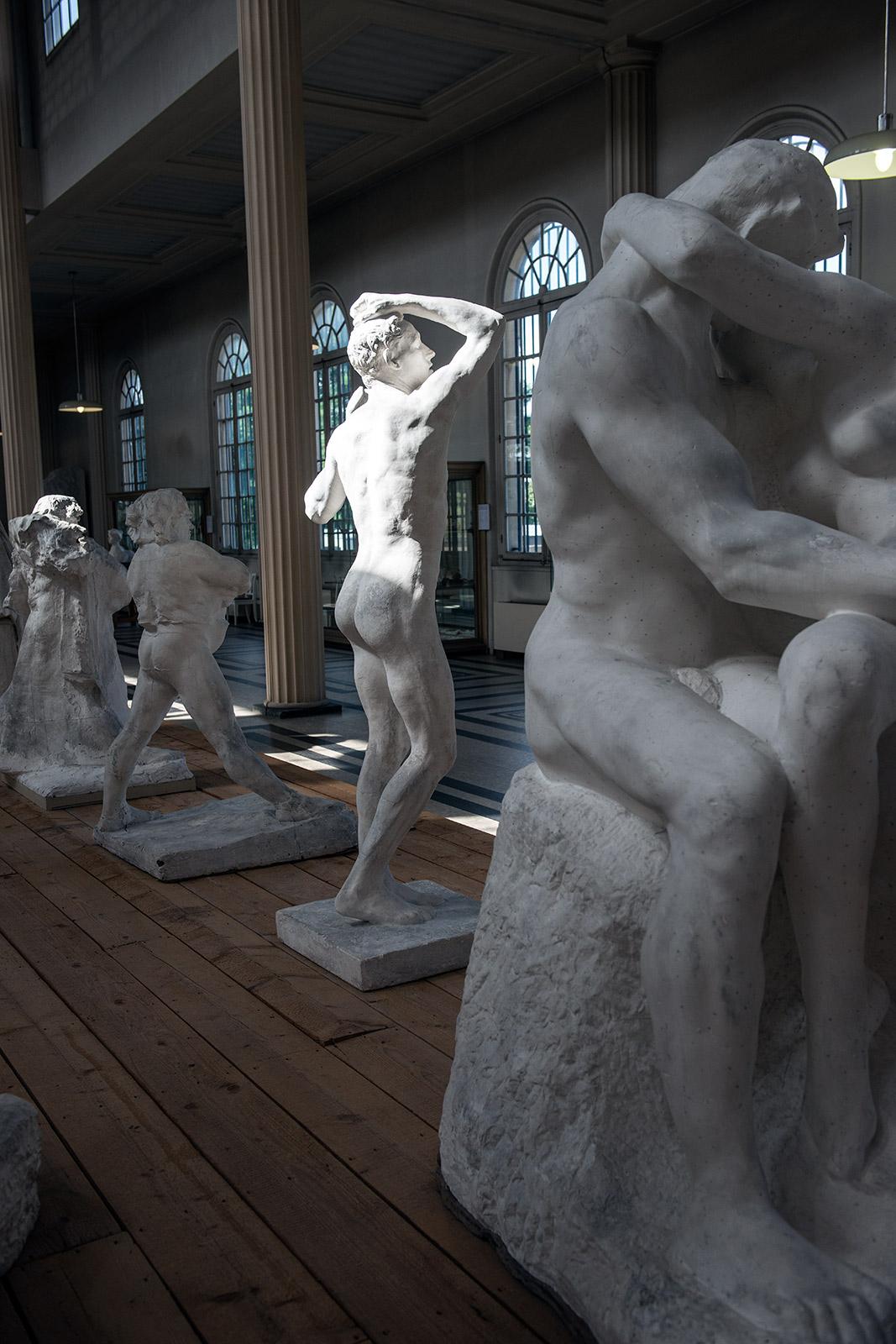 Le musée présente de nombreux plâtres dont les œuvres monumentales de Rodin.