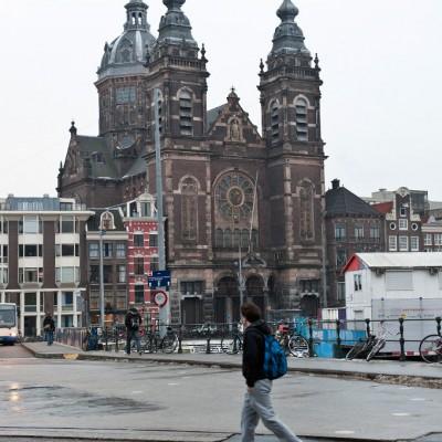 L'église Saint-Nicolas d'Amsterdam est une église catholique romaine du centre-ville d'Amsterdam, située en vis-à-vis de la gare d'Amsterdam Centraal.