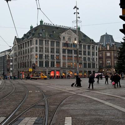 Le scenerama de Madame Tussauds d'Amsterdam est un musée de cire ouvert en 1970 dans la capitale néerlandaise. Le musée se trouve sur la place du Dam qui est l'une des plus belles de la ville et où se trouve aussi l'ancien palais royal.