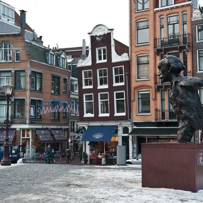 Eduard Douwes Dekker, dit Multatuli (du latin multa tuli : « J'ai beaucoup souffert »), est un poète et romancier néerlandais, né à Amsterdam le 2 mars 1820 et mort à Ingelheim am Rhein le 19 février 1887. Il est surtout connu pour son roman pamphlétique Max Havelaar1.
