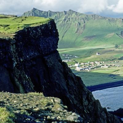 Falaises et village de Vik - Islande 1986