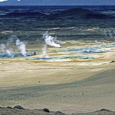Champ géothermique Namafjall - Les panaches de vapeurs et l'odeur de soufre vous accueillent dès l'arrivée.
