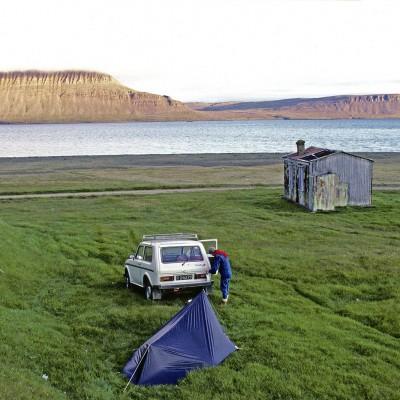 Notre campement au bord d'un fjord de la péninsule de l'ouest