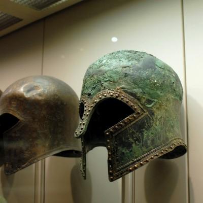 Muséee d'Olympie casques en bronze