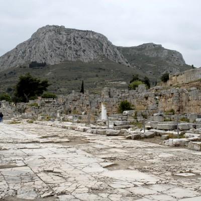 Ancienne Corinthe La rue de Lechaion - Cette voie dallée de marbre reliait Corinthe au port de Lechaion