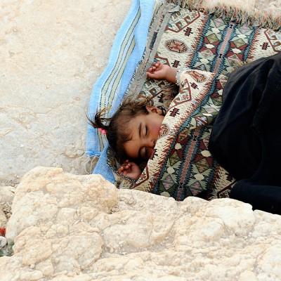 Petite palmyrénienne endormie sur le site de Palmyre - Syrie