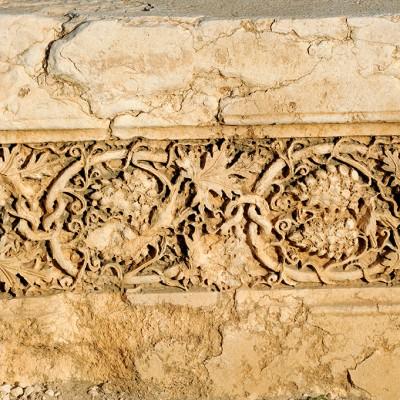 Frise d'un décor de feuilles de vigne à proximité de la maison-tombe - Palmyre Syrie