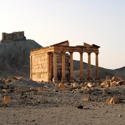 La grande colonnade, le temple funéraire, et le château de Qalaat Ibn Maan - Palmyre - Syrie