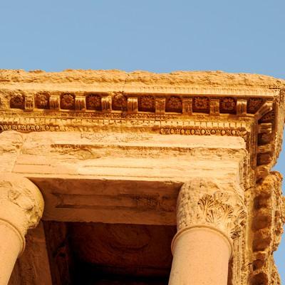 Le tétrapyle Palmyre :Détails décoratifs de l'entablement d'un des pylônes du temple