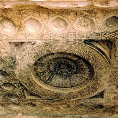 Plafond richement décoré, celui de la niche d'Astarté dans la cella du temple de Bêl