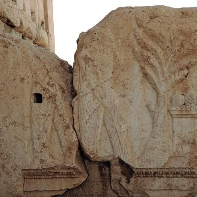 Poutre sculptée à l'entrée de la cella du sanctuaire de Bêl -, Palmyre - Syrie