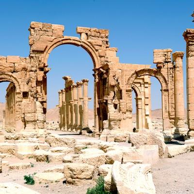 19  Restauré en 1930 par l'architecte Robert Amy, l'arc monumental fut érigé sous le règne de Septime Sévère (193-211)