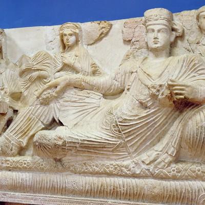 Musée de Palmyre : Salle 4, 5, 6, consacrées à l'art funéraire, sarcophages, scènes de banquets funéraires, bustes et stèles.