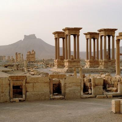 Reconstruit à partir de 1963 à partir des éléments tombés à terre, ce temple était composé de quatre piédestaux soutenant des colonnes de granit rose surmontées d'un entablement. À l'origine, chaque édicule abritait la statue d'un dieu.