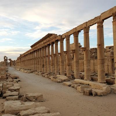 La grande colonnade traversait la partie officielle de Palmyre. De part et d'autre s'élevaient les thermes monumentaux. Syrie