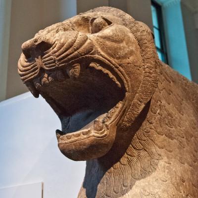 Statue colossale de lion gardant le temple d'Ishtar