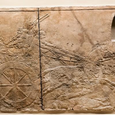 Bas-relief du palais de Ninive Assyrie, vers 668 à 630 avant J.C.