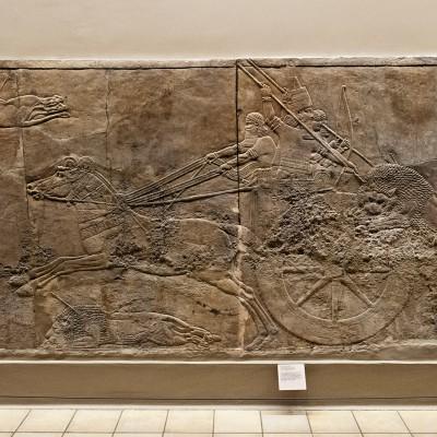 Le roi Asurbanipal sur son char de chasse