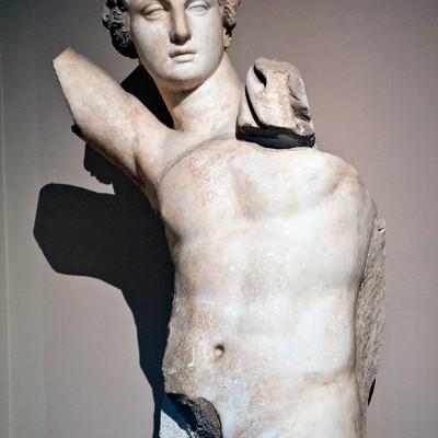 Statue  d'Apollon dieu de la lumière , des arts et prophécies - marbe - Grèce hellenistique secon siècle avant J.-C.