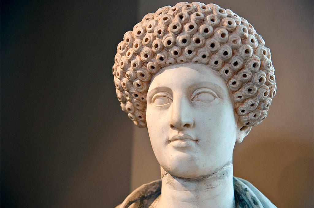 Statue d'une jeune femme - Marbre - Aptera Crète - Dynastie de Flavien - 69 - 96 après J._C.