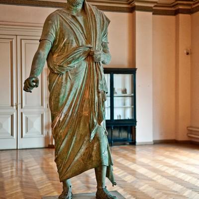 Statue de l'empereur Adrien -second siècle  àprès J.-C. Ville d'Adana