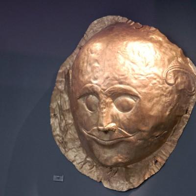 Masque en or provenant de la tombe IV de Mycènes
