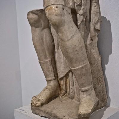 Empereur déifié en tenue militaire - Empereur déifié en tenue militaire - Période d'Adrien (117-138 après J.-C.)