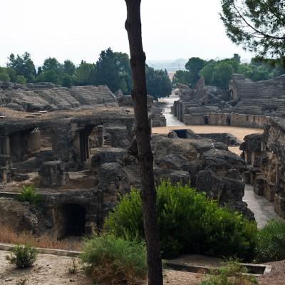 L'Amphithéâtre d'Italica a été construit dans la ville romaine d'Italica en Hispanie. Il fut édifié au début du IIe siècle par l'un des deux empereurs né à Italica, Trajan ou Hadrien.