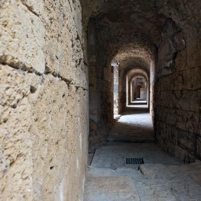 L'amphithéâtre - Tunnel d'accès aux gradins