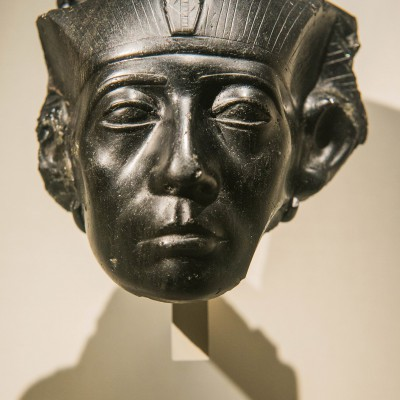 Tête de roi Sénousret III  Égypte - Moyen Empire XIIe dynastie yv. 1850 av. J.-C.) Musée Calouste Gulbenkian - Lisbonne
