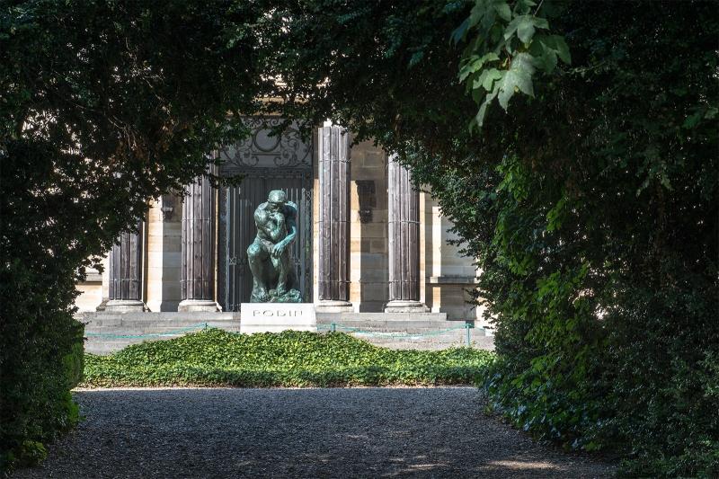 Le penseur sur la tombe de Rodin