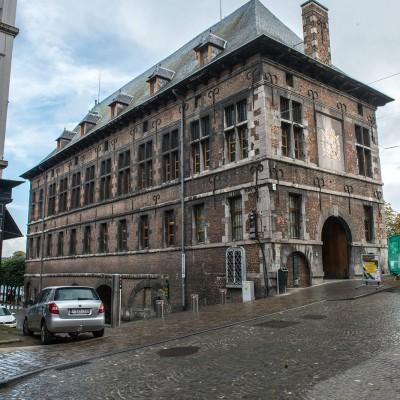 La Halle al'Chair, sise en bord de Sambre, à Namur, est un bâtiment historique de style mosan construit au XVIe siècle. Édifié à l'origine pour la corporation des bouchers, il abrite aujourd'hui le musée archéologique de la ville de Namur.