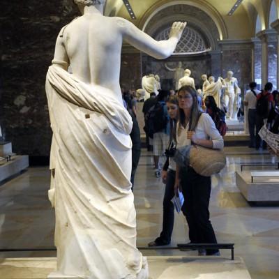 Statue d'Aphrodite dite Vénus d'Arles. Fin du 1er siècle avant J.-C. d'après unporiginal de Praxitèle crée vers 350 avant J.-C. Paris Musée du Louvre