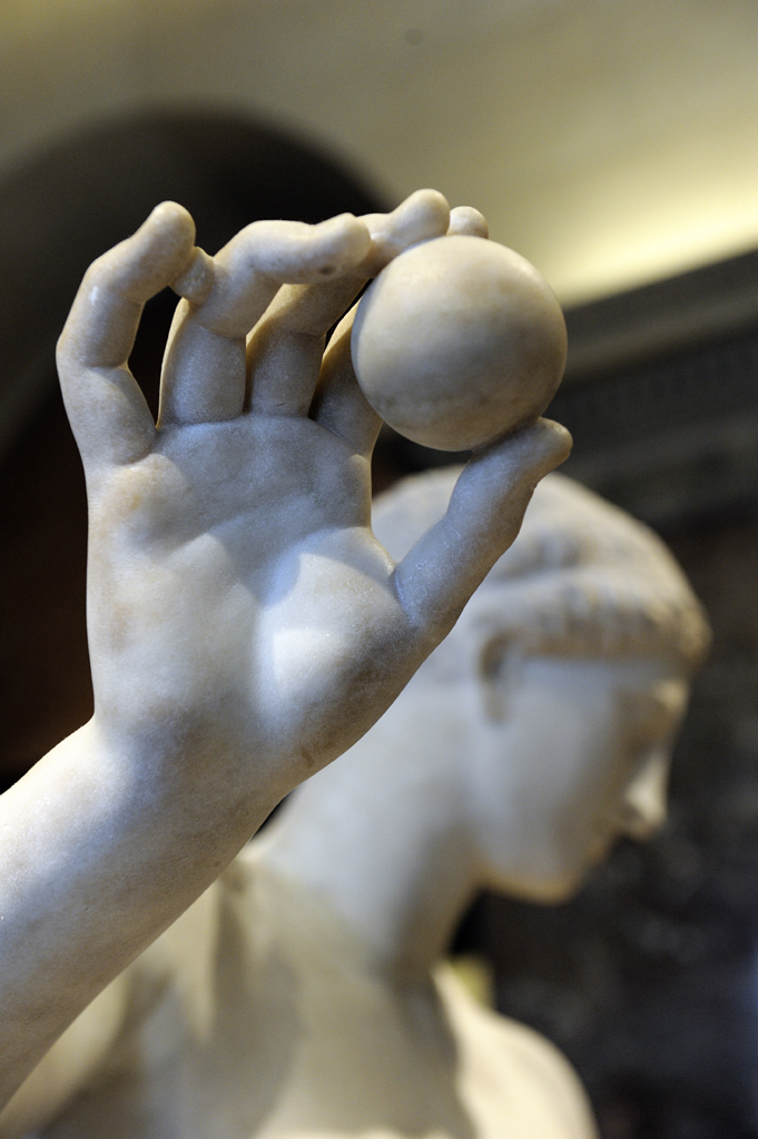 Aphrodite dite  « Vénus d'Arles »  Arles, fin du 1er siècle av. J.-C.  marbre de l'Hymette