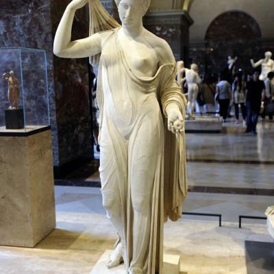 Aphrodite de type « Venus Genitrix »  Italie?, I er  siècle ap. J.-C, Marbre de Paros