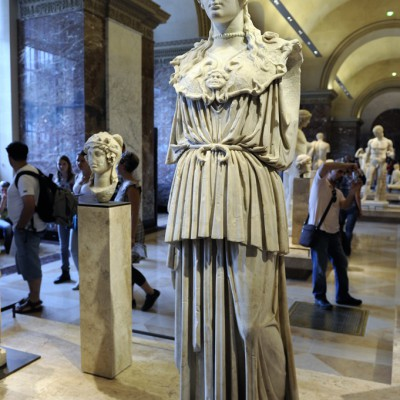 1er ou 2e siècle après J.-C. Corp enmarbre de l'île de Paros. Tête en marbre du mont Pentélique (Athènes grèce)