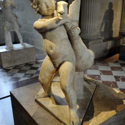 Enfant ˆ l'oie - 1er-2e siècle après J.-C.Découvert en 1792 dans la Villa des Quintilii sur la Via Appia, au sud de Rome (Italie). MarbreLutte espiègle d'un enfant aux prises avec une oie.