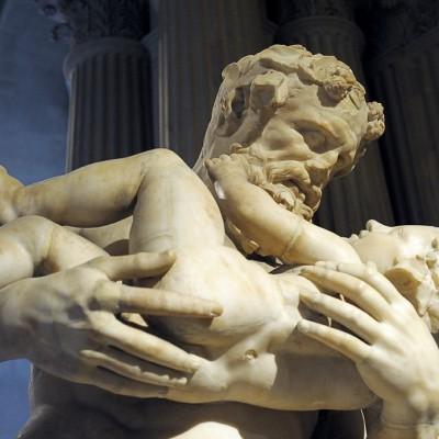 """Silène portant Dionysos (Bacchus), dit """" Faune ˆ l'enfant """" - Découvert au XVIe siècle à l'emplacement des jardins de Sallustre à Rome (Italie)Silène avait été chargé par Zeus d'emporter Dionysos,son fils adultérin, loin de la colère d'Héa pour le confier aux nymphes."""