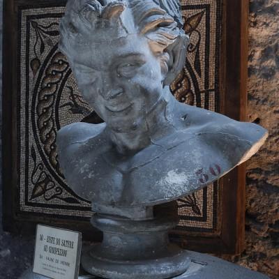 Faune de Vienne - Musée Archéologique Saint-Pierre - Collections gallo-romaines Buste du Satyre au Croupezion, dit : Faune de Vienne Trouvé en 1820 vers le Quai de Gère L'originale est au Musée du Louvre.