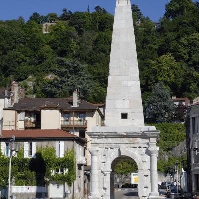 Ce monument est l'unique vestige restant du cirque romain, lieu où se déroulait les courses de chars.