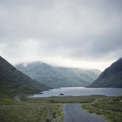 Le Doo Lough ou Dhulough ou Duloch en irlandais est un lac au nord de Delphi pass, dans le comté de Mayo, en Irlande. du 4 au 14 août 1984
