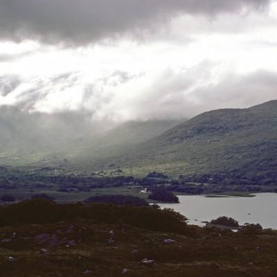 Les lacs de Killarney est la dénomination d'un ensemble de trois lacs du Parc national de Killarney dans le comté de Kerry en Irlande - Comté de Kerry - Irlande 1984
